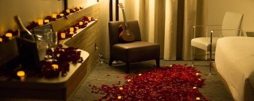 romantic-room-makeover-500x200.jpg