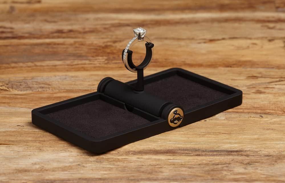 ring-stash-thin-ring-box-open-1000px.jpg