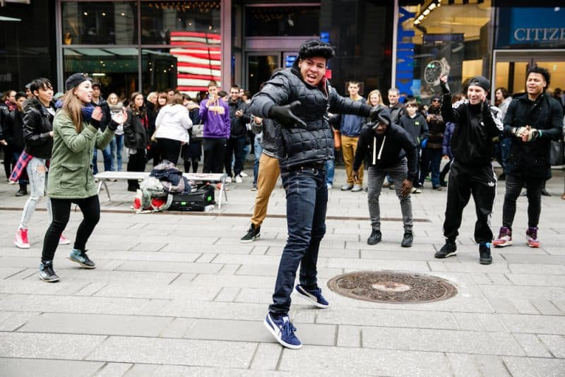 new-york-flash-mob-proposal-idea-4-e1490330525889.jpg